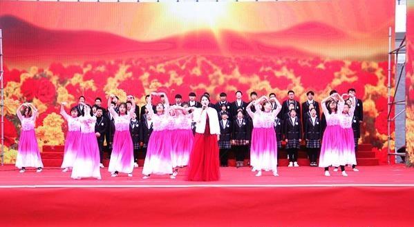 寿县 一中举行扬帆新时代2019年元旦文艺汇演